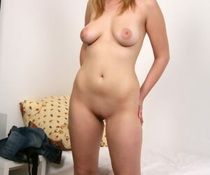 Sassy amateur with full of botheration undressing and spreading her pussy stoma