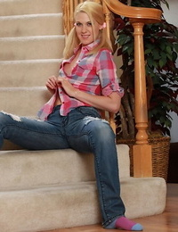 Sassy teen in blue jeans undressing and toying her cock-hungry cunt