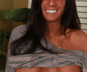 Tall older MILF Susie baring large breasts and shaved mature pussy