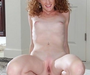 Sexy woman Ande is playing less her conscientious shaved pussy and laconic tits