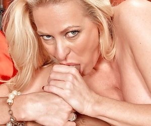 Blond mature seductress aroused by pussy licking for hardcore ride on big cock