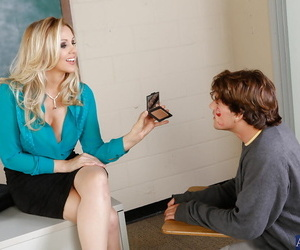Grown up enterprising cram Julia Ann gives pussy to her sex-crazed student