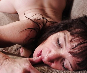 Cumshot scene with an take charge mature mom Anna added to say no to younger beau