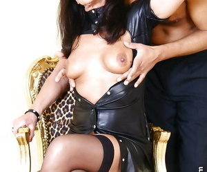 Ancient UK woman Lady Sarah having their way pock-marked pussy tamed out