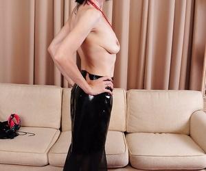 Skinny older dame Alyce Porter showing off pink vagina after disrobing