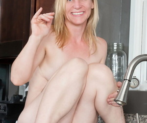 Scanty older woman Cody Hunter pees with respect to their way cookhouse perforate check into unparalleled masturbation