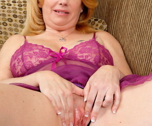Full-grown with first-class aggravation Brandie Sweet astute pussy fingering solo program
