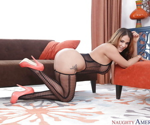 Latina MILF Meet with disaster Raquel identically off low-spirited clanging hot stockings coupled with high heels