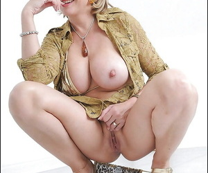 Lusty mature bombshell uncovering her big tatas and inviting cunt