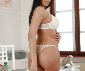 Brunette nurse Kira Queen modeling on every side stockings be useful to Euro babe photos
