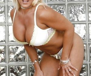 Comme ci pornstar Alexis White-headed demonstrates her mature big bosom