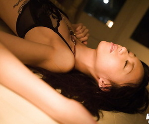 Sexy asian babe Aino Kishi slipping off her lingerie and taking shower