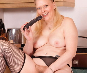 Chunky middle-aged maid group to masturbate instead of doing make an issue of dishes