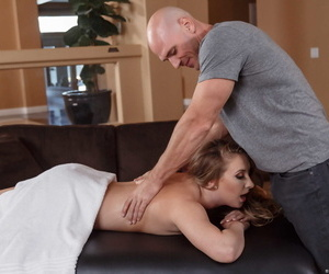 White female Harley Jade gets banged by her masseur after feeling horny