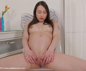Pregnant European chick with nice face Jennifer is masturbating