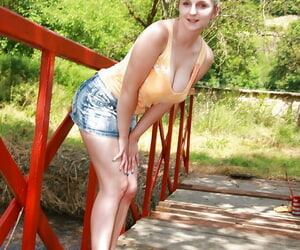 Heavy busted teen babe marauding and toying will not hear of pussy outdoor