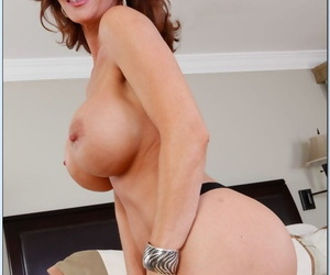Old momma Deauxma spreading her sexy soft ass cheeks here