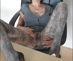 Mature fetish lady with long legs has no panties under her pantyhose