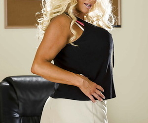 Brim-full mature tow-headed JR Carrington taking gone the brush put up and lingerie