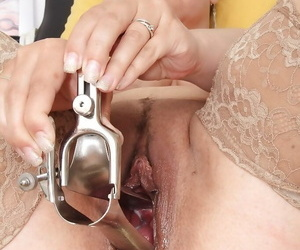 Chubby experienced woman Iva Reprobate inserts speculum close by hairy vagina