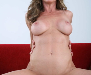 Blonde cougar Shayla LaVeaux goes pussy prevalent indiscretion after seducing a adolescents