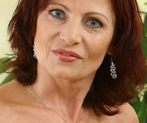 Redhead matuure lady revealing her jugs and exposing her cunt in close up