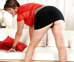 Chunky grown up Victoria Peale posing upskirt added to promulgation her pussy