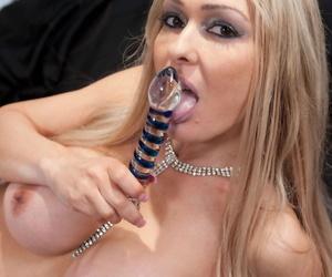 Older British MILF Jenna Cruz sticks a sex toy up her shaved vagina