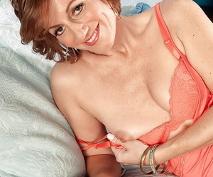 Busty mom with respect to hot booty Avalynne OBrien posing in close-matched left-hand panties