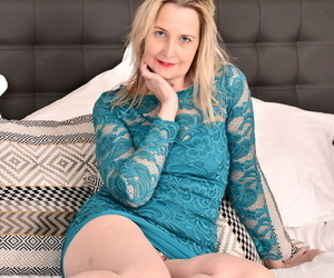 Older British housewife Emma Turner plays at hand yourself after property unembellished