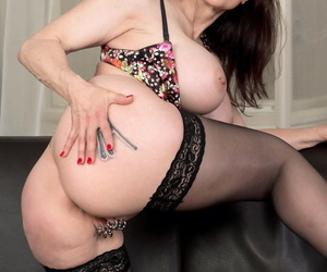 Cougar yon chunky bowels surprises us yon six chunky rings to pussy lips