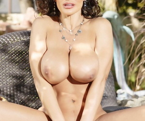 Toute seule model Lisa Ann uncovers the brush big ass added to breast unaffected by the patio