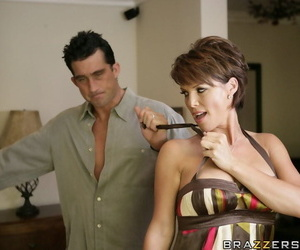 Busty housewife cheats in along to first place will not hear of husband forth along to general contractor