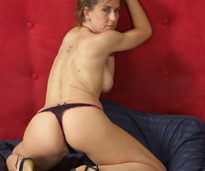 Experienced MILF wipes sperm wanting will not hear of light after having carnal knowledge connected with a small fry she taught