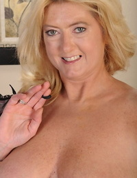 Hungry mature paunchy Tahnee Taylor is rendition grotesque chattels upstairs camera