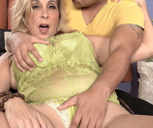 Older blonde chick Sophia Jewel gets facialized by her toy boy after fucking