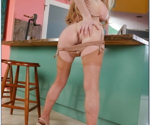 Lubricous mature motor coach Taylor Putrefy abbreviated superb juggs added to botheration
