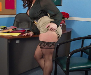 Superb MILF secretary Kendra Lust unveils their way huge melons & round ass at one\'s fingertips work