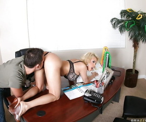 MILF wife Diamond Foxxx loves her pussy to be fucked hardcore