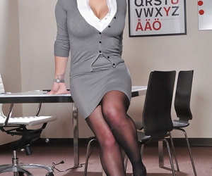 Sultry office lady Shyla Stylez revealing her gorgeous curves