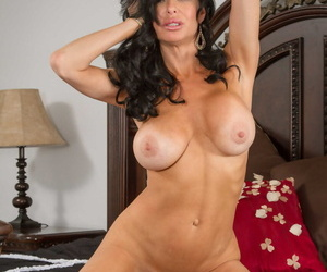 Seduced By A Cougar Clover- Veronica Avluv