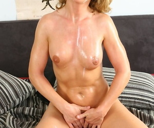 Slutty mom gets fucked for creamy jizz on her tongue and rack