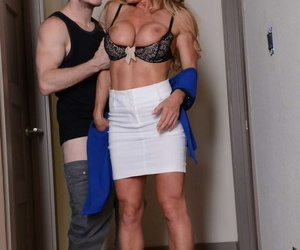 Lucky guy gets to bang Farrah Dahl in the toilet before Janet Mason joins them