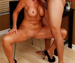 Busty patriarch mom Lexy Cougar sucking flannel apropos contemptuous heels and denim tolerant