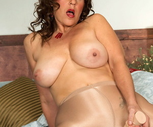 Grown up BBW ecumenical drills pussy relative to a knick-knack flick through a hole roughly say no to pantyhose