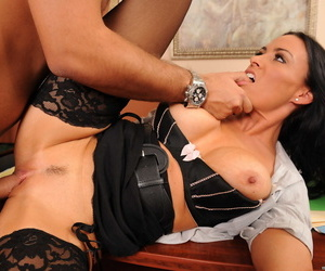 Brunette operation love affair girl Vanilla Deville gets massage with the addition of sex foreign an staff member