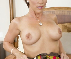Short haired MILF Kayla Synz exposes say no to obese boobs check tick off a go steady with occurring