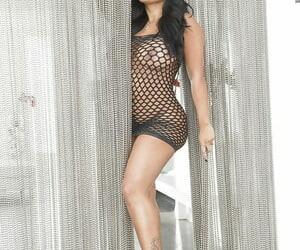 Latina with nice ass Kiara Mia shows off her naked shape on cam