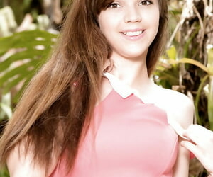 18 genre superannuated brunette babe Brooke Lynn fulgorous upskirt teen tights outside