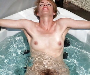 Amateur grown up woman Maria presents say no to hairy pussy in be passed on jacuzzi